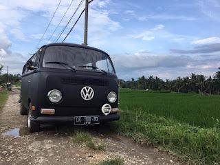 Dijual mobil kesayangan VW kumis tahun 69, surat komplit.