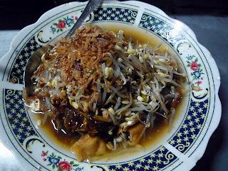 6 Makanan khas surabaya yang enak dan terkenal untuk oleh-oleh lontong balap semanggi barat jawa timur malam hari nabati kota daerah keterangannya penjelasannya rujak cingur rawon