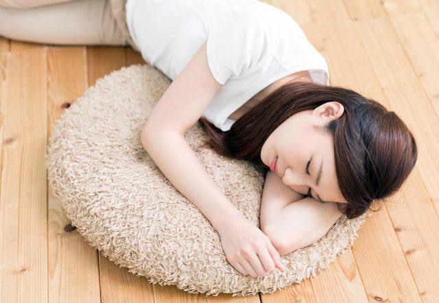 Tidur di Lantai Dapat Menyebabkan Bells Palsy