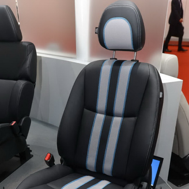 Tinuku Tachi-S and Clarion builds smart car seat