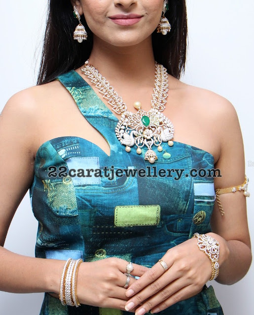 Amiksha Pawar in Manepally Jewellers