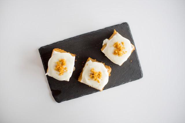 Bizcocho de zanahoria con crema de chocolate blanco - Reto Alfabeto Dulce