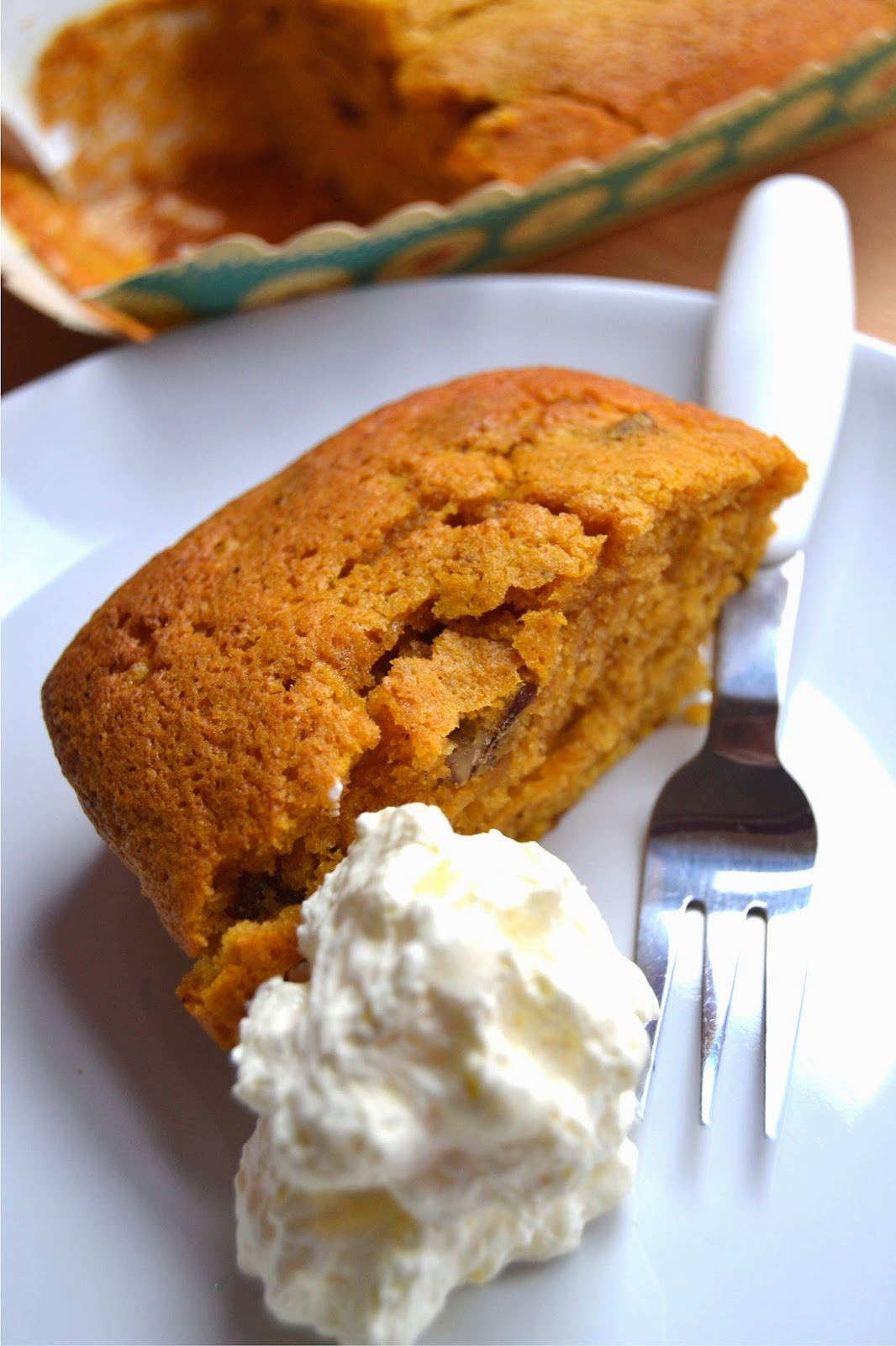 spiced pumpkin cake with pecan nuts