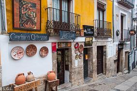 Tiendas en la plaza mayor de Cuenca. 10 lugares para visitar en Cuenca