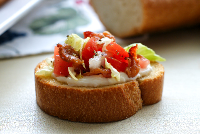 BLT Bruschetta with Goat Cheese Mayo | thetwobiteclub.com