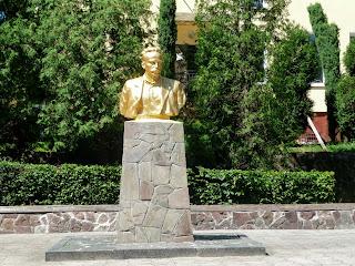 Калуш. Памятник И. Я. Франко на одноимённой улице