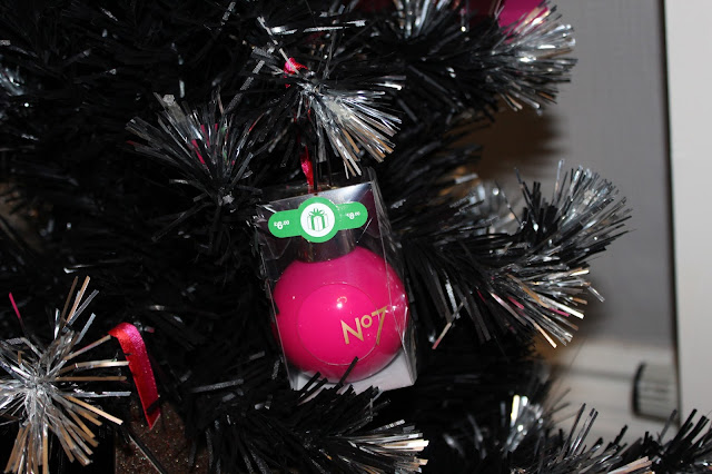 No7-Christmas-bauble
