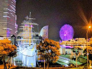 日本丸とコスモワールドの観覧車の夜景