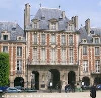 Place des Vosges gate