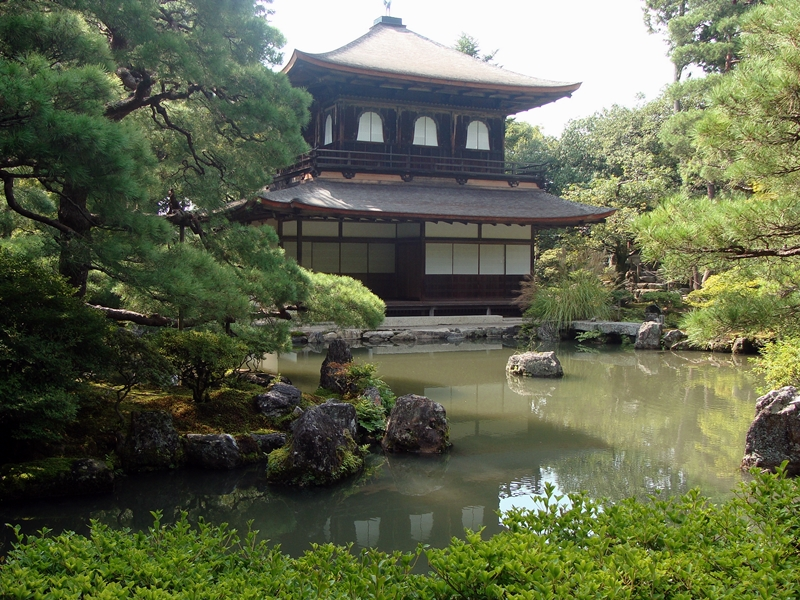 Ginkakuji Tempel Gebäude mit Teich in Kyoto, Japan