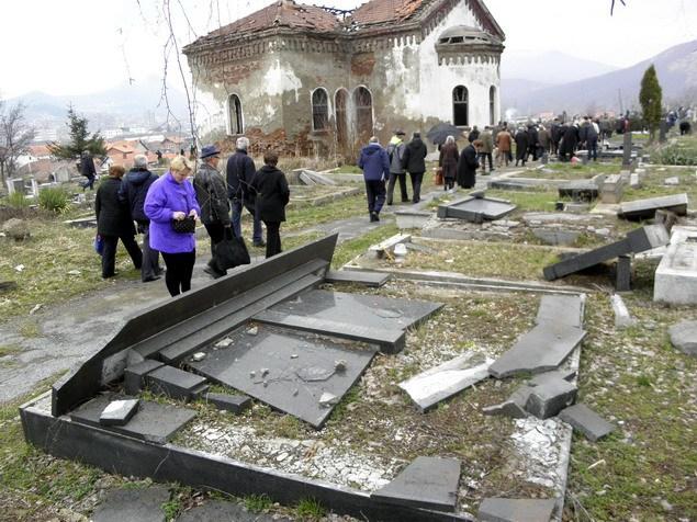 Zadušnice, Kosovo, #Metohija, #Srbi, #groblje, #povratnici, #raseljeni, #obilazak, #kosovska, #policija,