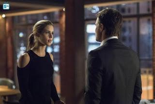 """ARROW   Oliver riuscirà a fermare Felicity? Oggi in """"Dangerous Liaisons"""" (5x19)"""
