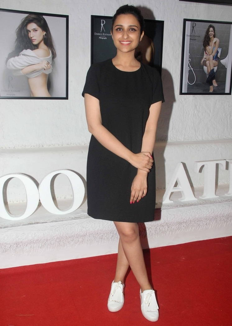 Hindi Girl Parineeti Chopra Long Legs Thighs Show In Mini Black Dress