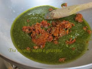 Farina di canapa, orecchiette, pomodori secchi
