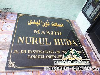 papan nama granit masjid