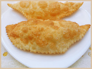 Yarimca (Fried Dough With Filling)