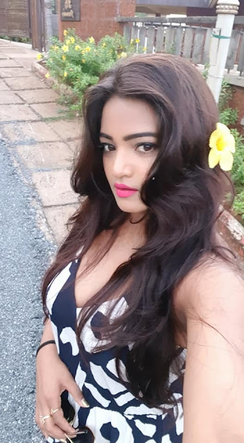 Diya Singh Hot Picture