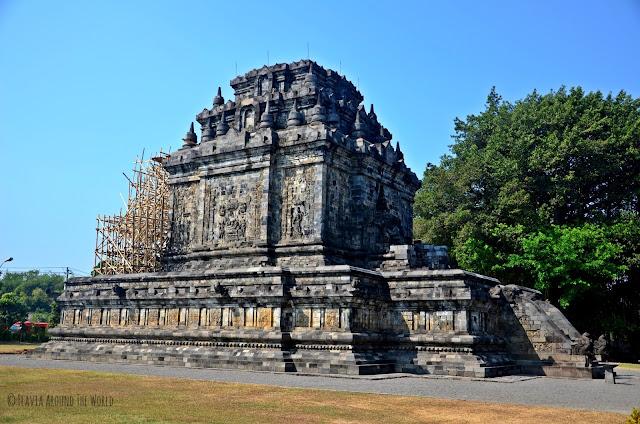 Exterior del templo de Mendut