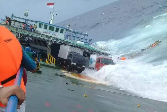 KM. Lestari Maju Tenggelam Di Selat Selayar