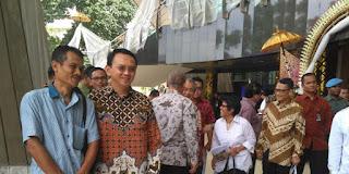 Ahok Langsung Menjadi Objek Foto Saat  Menghadiri Acara Teater Kebangsaan Tripikala Di Taman Ismail Marzuki Jakarta