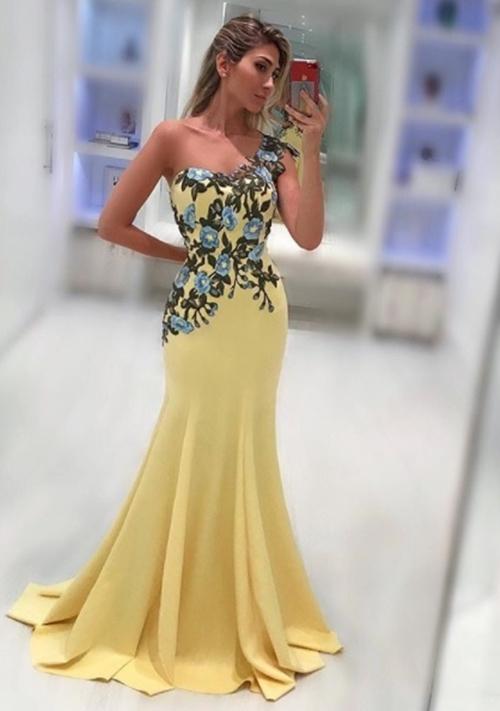 vestido amarelo bordado floral