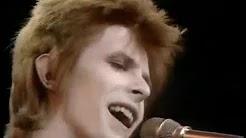 David Bowie - STARMAN (1972) - Música que deu inspiração a Elon Musk  de dar este nome ao robô deixado no carro Tesla Roadster lançado ao espaço pelo foguete Falcon Heavy da Space X
