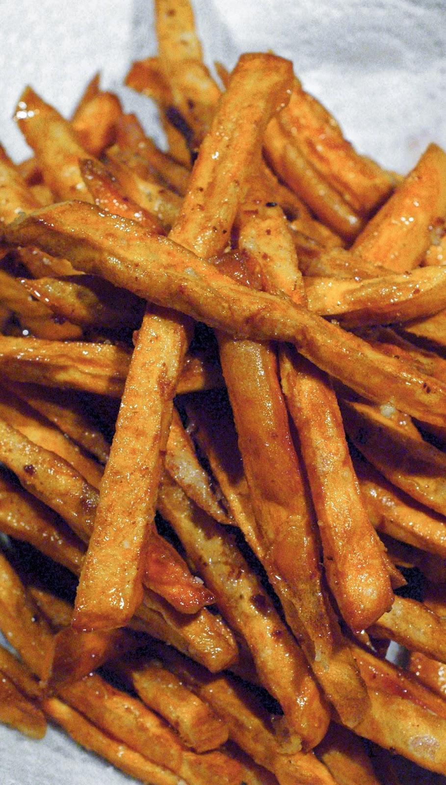 Crispy Sweet Potato Fries   thetwobiteclub.com
