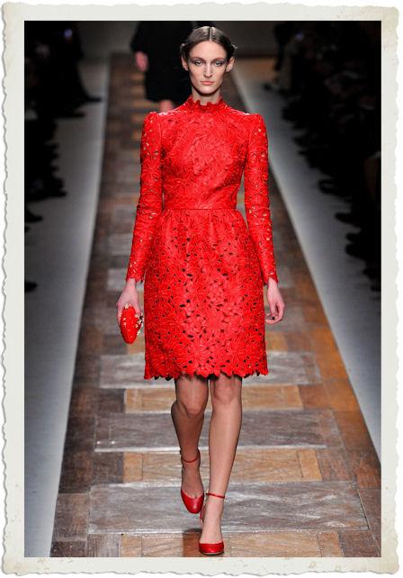 vestito ricamato rosso di Valentino