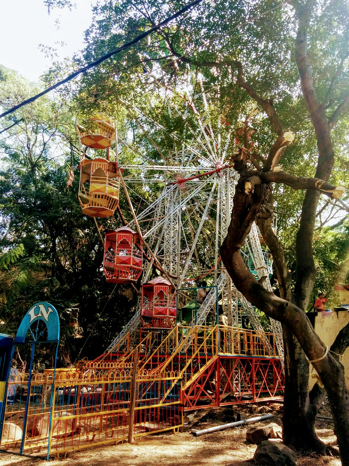 Giant wheel at Kadalekai Parishe