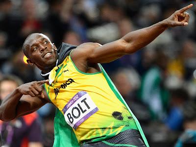 Usain Bolt σταματάει την συνέντευξη για να κάτσει προσοχή στο άκουσμα του εθνικού ύμνου μια ξένης χώρας....!!!