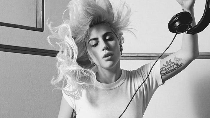 """Tem rock, tem disco, tem pop e tem a """"Proporção Áurea"""" no novo hino da salvação de Lady Gaga"""