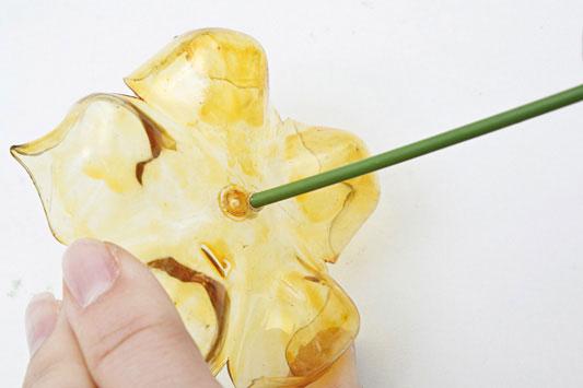 Цветок из пластиковой бутылки и что можно с ним сделать: МК