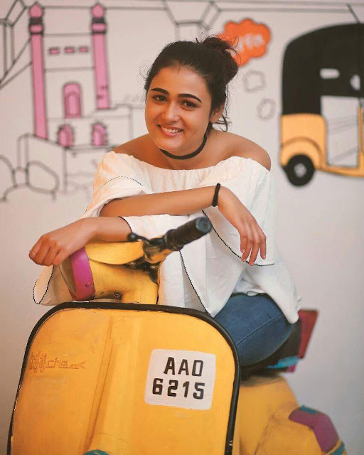 Shalini Pandey Height Weight Body Measurements