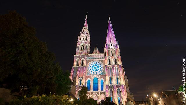 Catedral Chartres iluminada viaje Francia en coche roadtrip diario