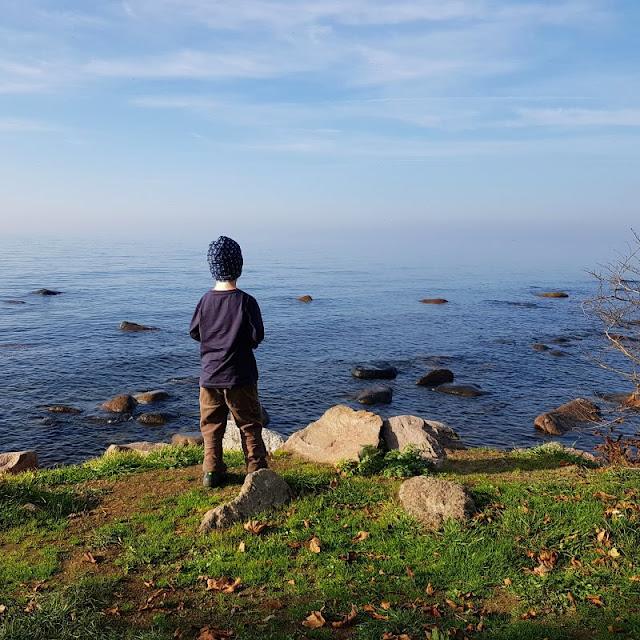 5 einzigartige Orte auf Bornholm, um den Blick auf's Meer zu genießen. Auf Küstenkidsunterwegs zeige ich Euch 5 super Stellen, um auf Dänemarks Sonneninsel auf's Wasser zu schauen, alle mit einer einmaligen Aussicht.