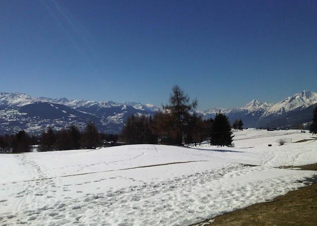 Crans Montana verschneiter Golfplatz, Schnee, Berge