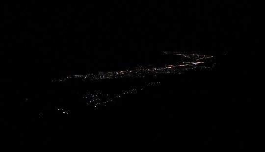 Nocny widok na Riwierę Olimpijską.
