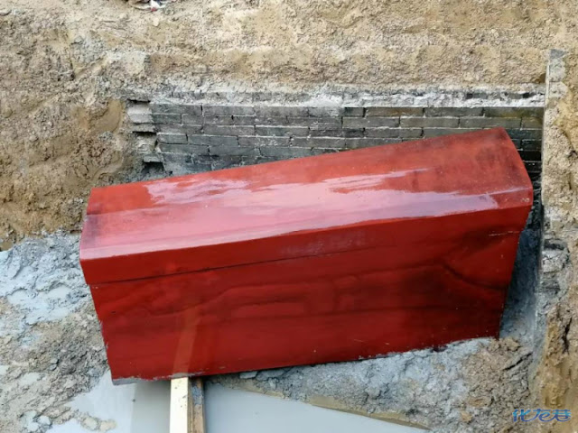700-year-old well-preserved lacquer coffin discovered in Jiangsu