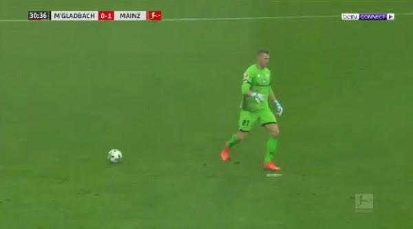 ◄|شاهد| خطأ غير منطقي من حارس مرمى يثير سخرية عشاق الكرة:
