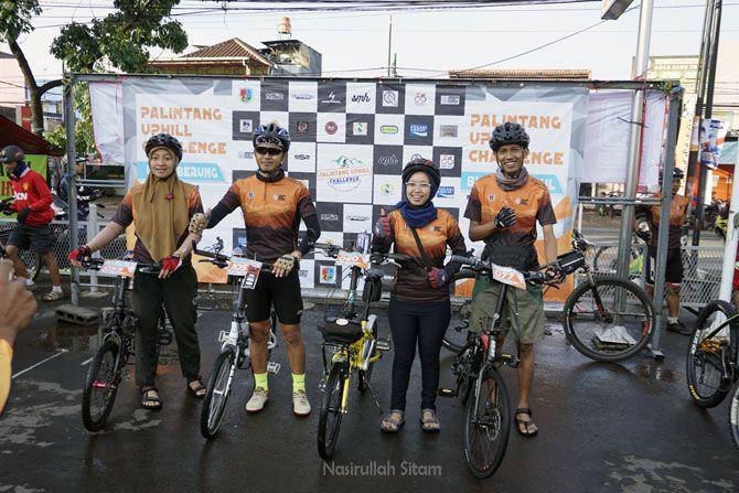 Foto bareng rombongan sepeda lipat