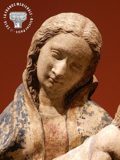 DIJON (21) - Musée des Beaux Arts : Vierge à l'Enfant (2e quart du XVe siècle)