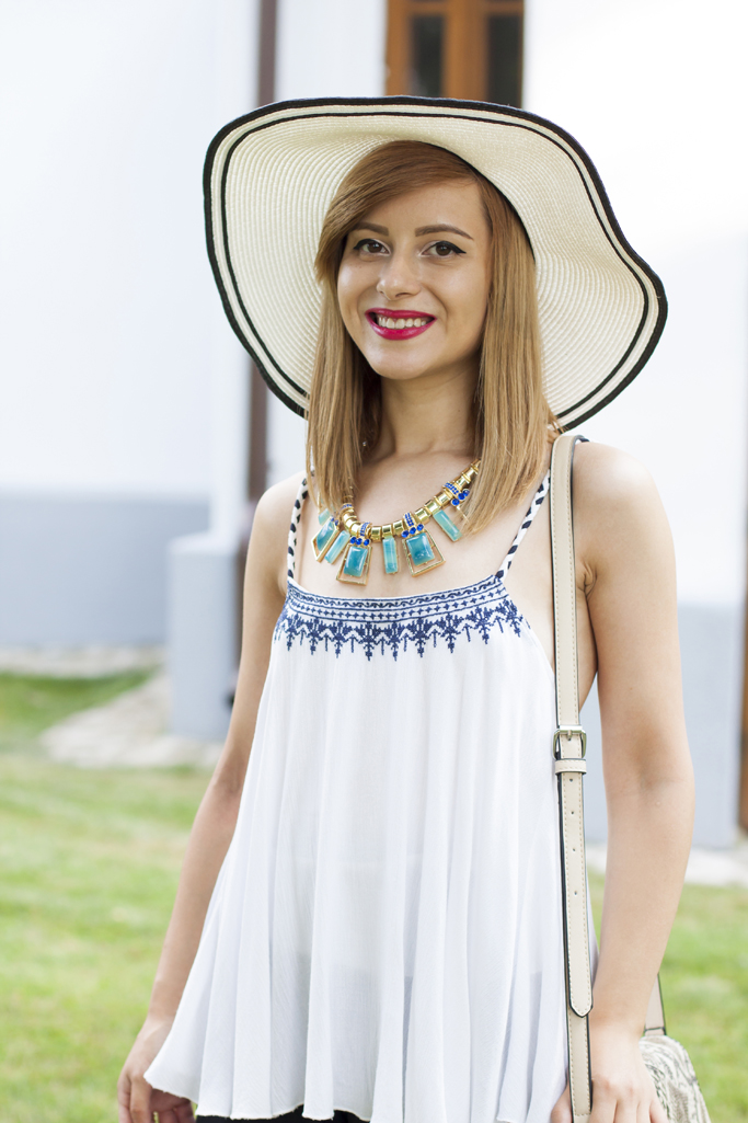 the blue statement necklace