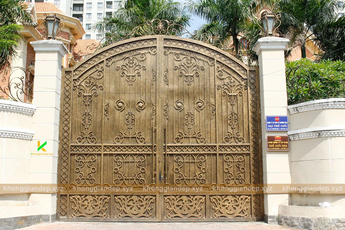 Mẫu cổng biệt thự bằng sắt kín đáo sắt CNC và sắt uốn