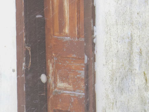 door with white doorknob