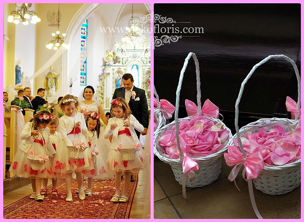 Różowe płatki róż w koszyczkach dla druhen -ślub opolskie