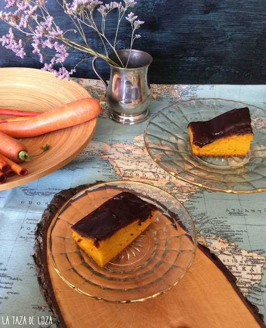 trozo-de-tarta-de-zanahoria-con-cobertura-de-chocolate