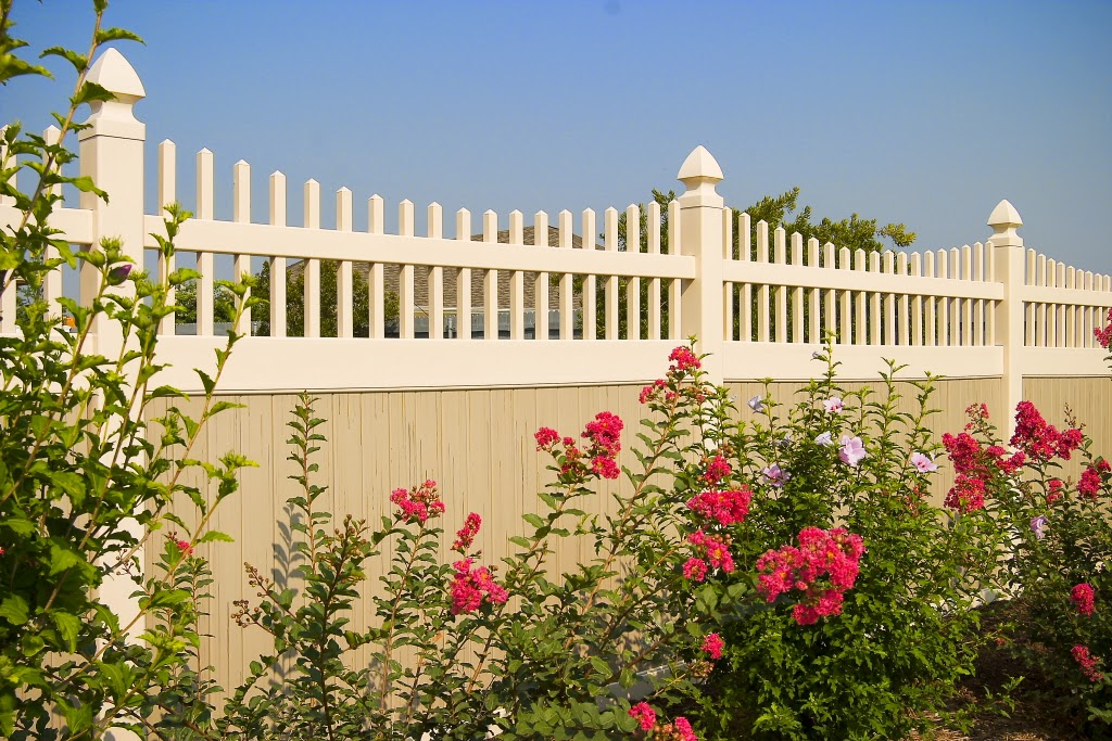 Dallas Accented Vinyl Fence