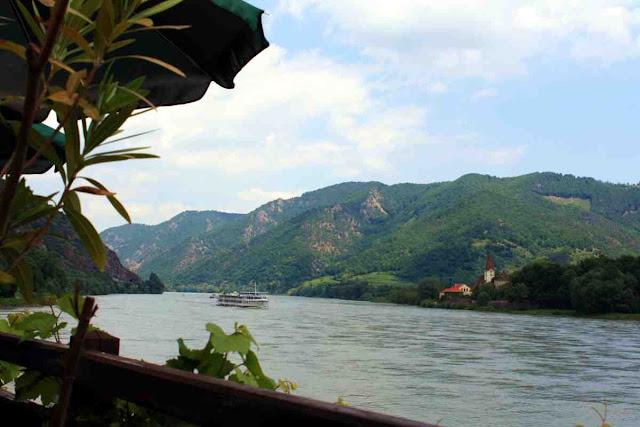 Die Seele baumeln lassen im Strandcafé Spitz mit Blick auf die Donau © Copyright Monika Fuchs, TravelWorldOnline