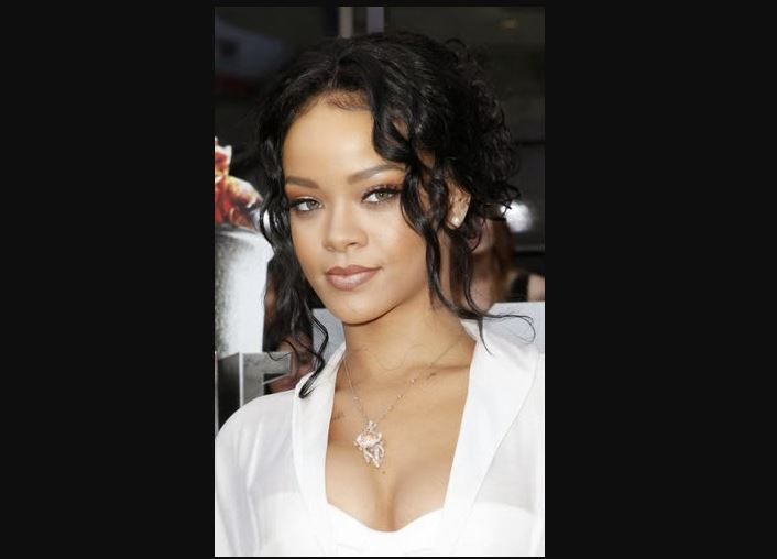 rihanna green eyes