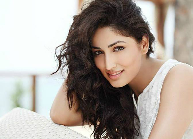 yami gautam in white dress photo wallpapers shayari bollywood wallpaper